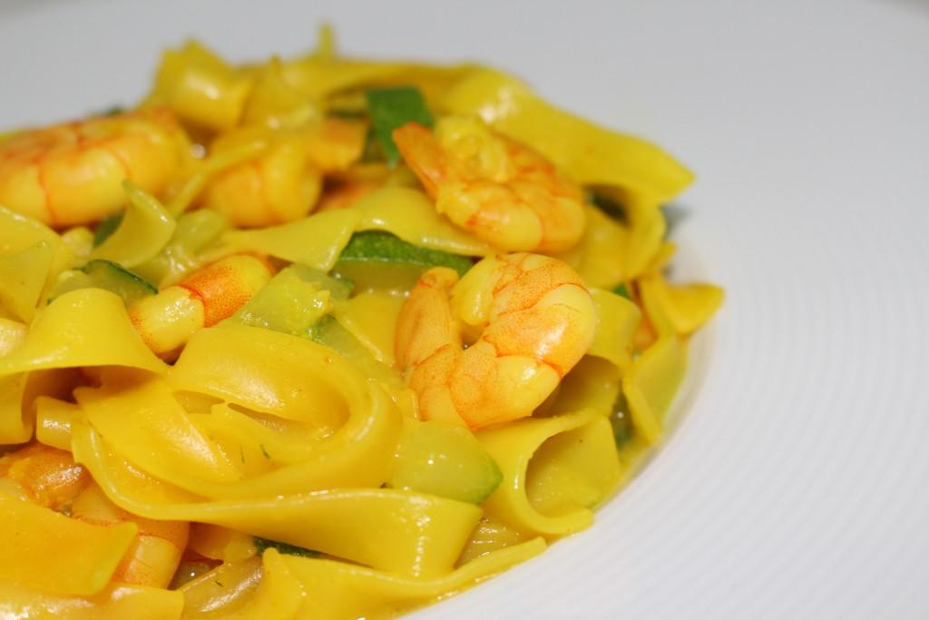 Tagliatelles de crevettes au curry