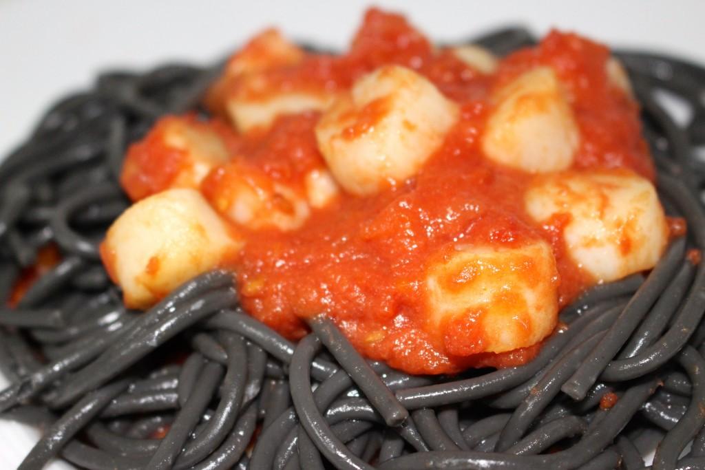 Saint-Jacques à la tomate et ses pâtes