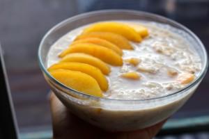 Porridge à la pêche et à la banane