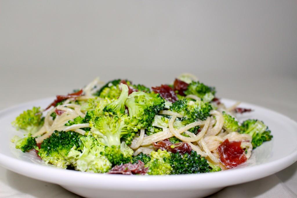 Spaghettis brocolis, ricotta et grisons