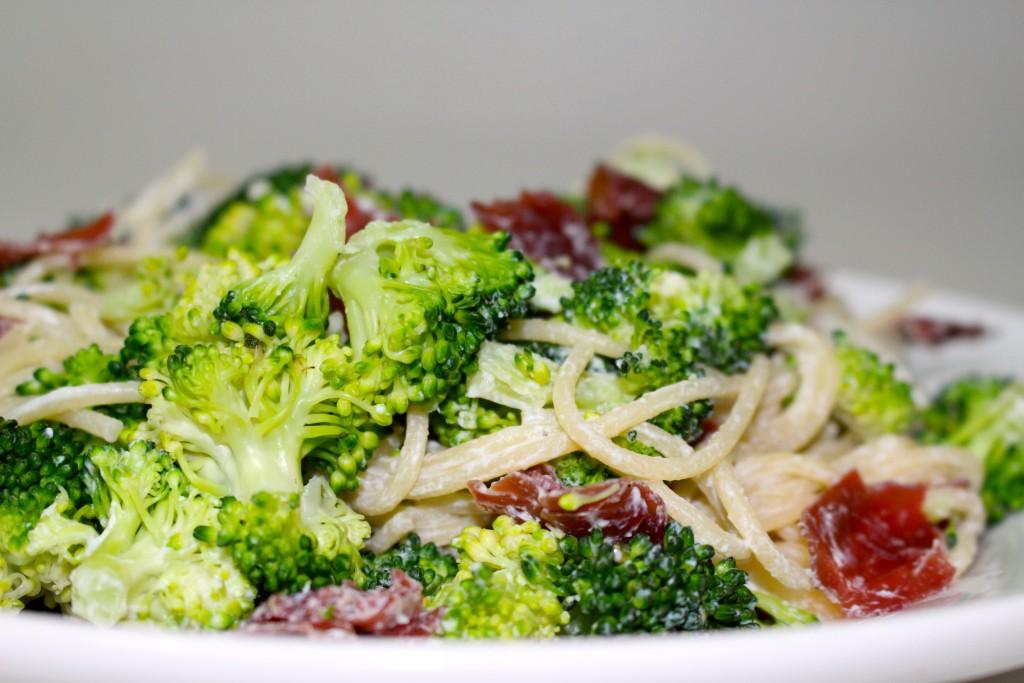 Pâtes brocolis, ricotta et viande des grisons
