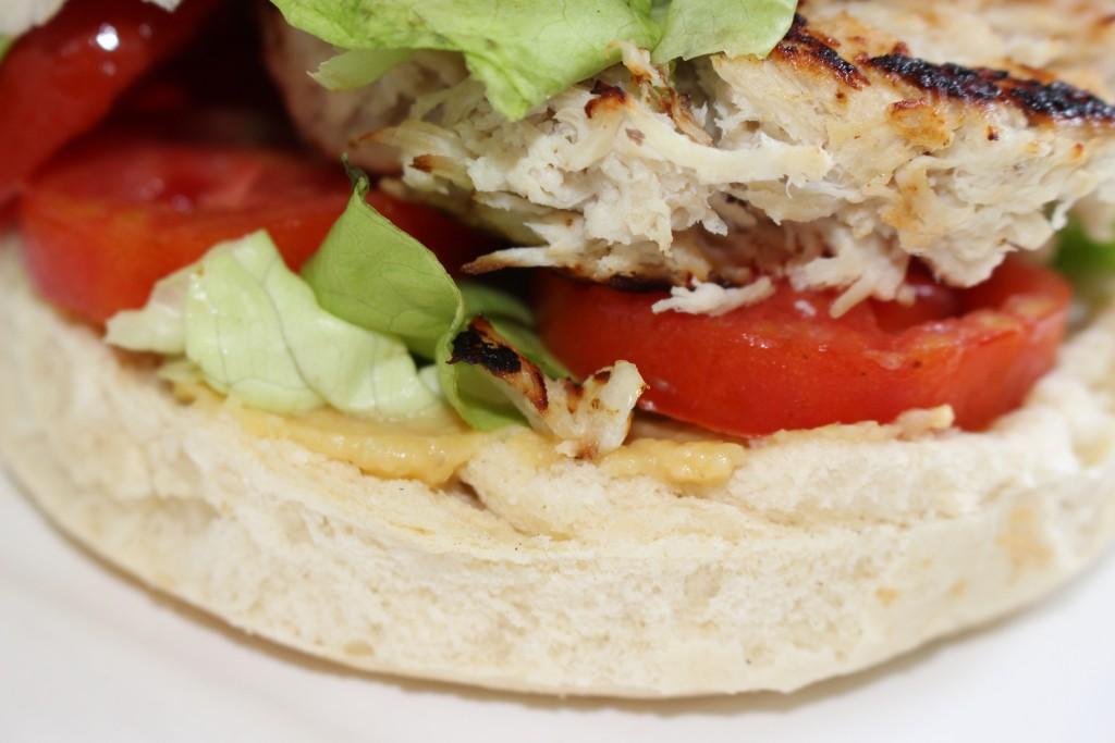 Hamburger poulet et houmous