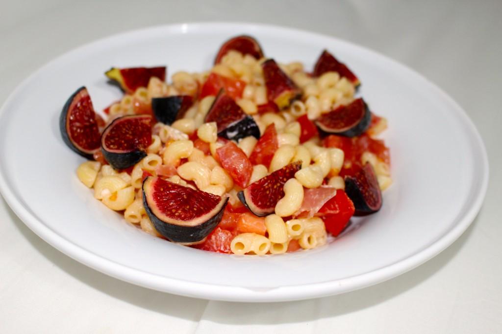 Pâtes aux figues, chèvre, tomates et jambon