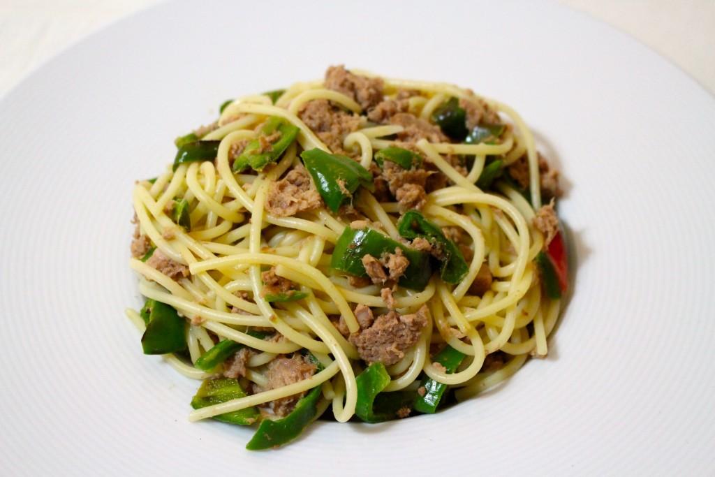 Spaghettis au thon et poivron vert