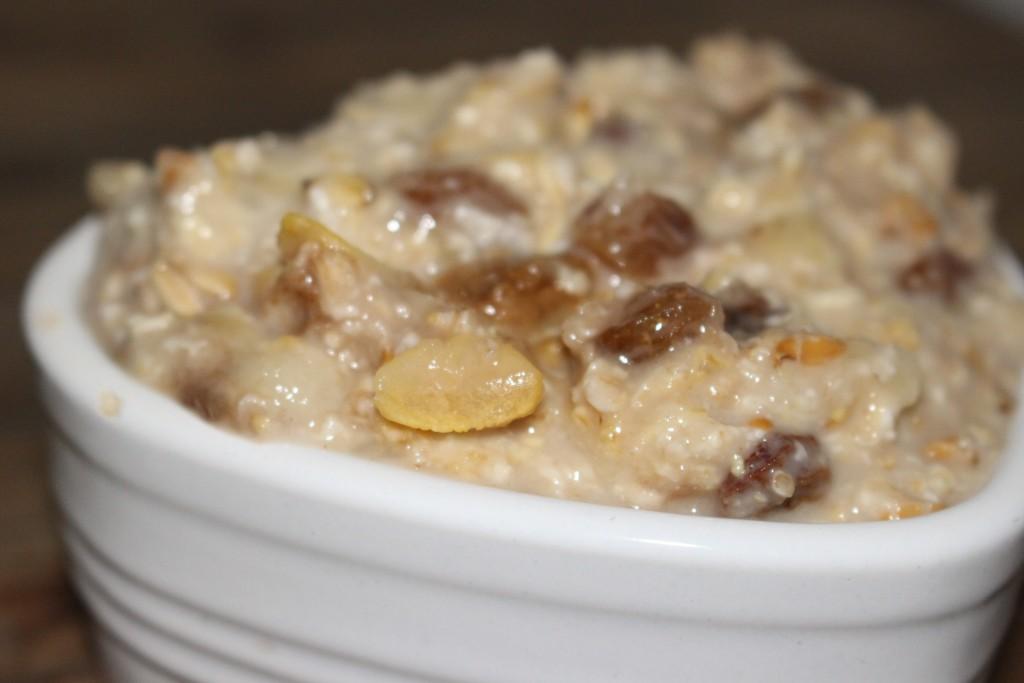 Porridge banane et raisins secs