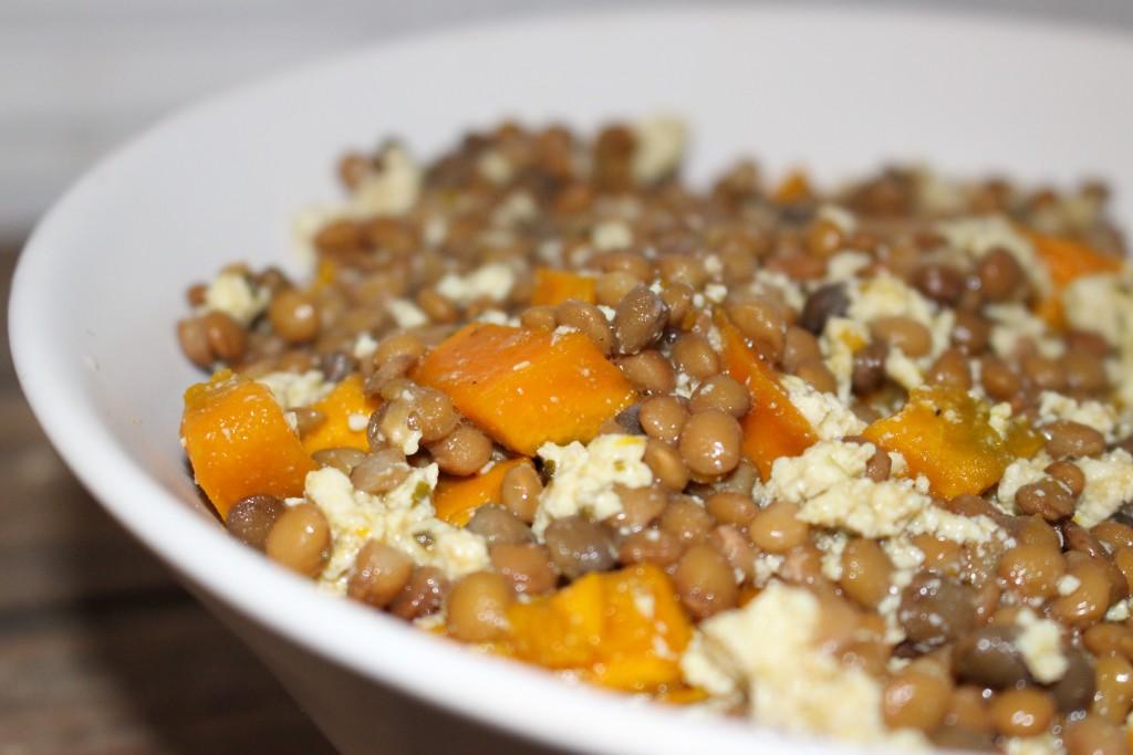 Salade de lentilles, potimarron et tofu aux herbes