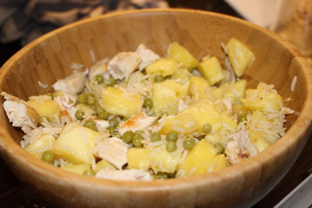 Riz thaï ananas, petits pois et poulet