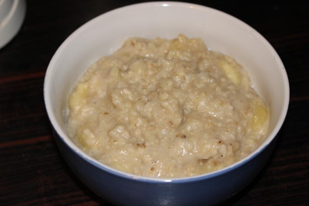 Porridge banane et noix de coco
