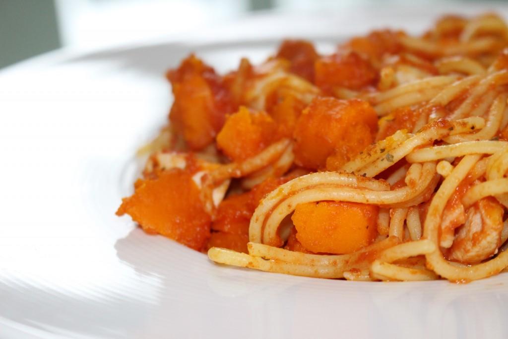 Spaghettis potiron, poulet et tomate