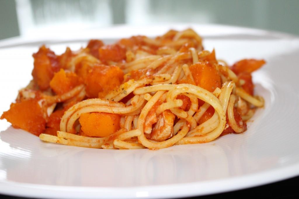 Spaghettis sans gluten potiron, poulet et tomate