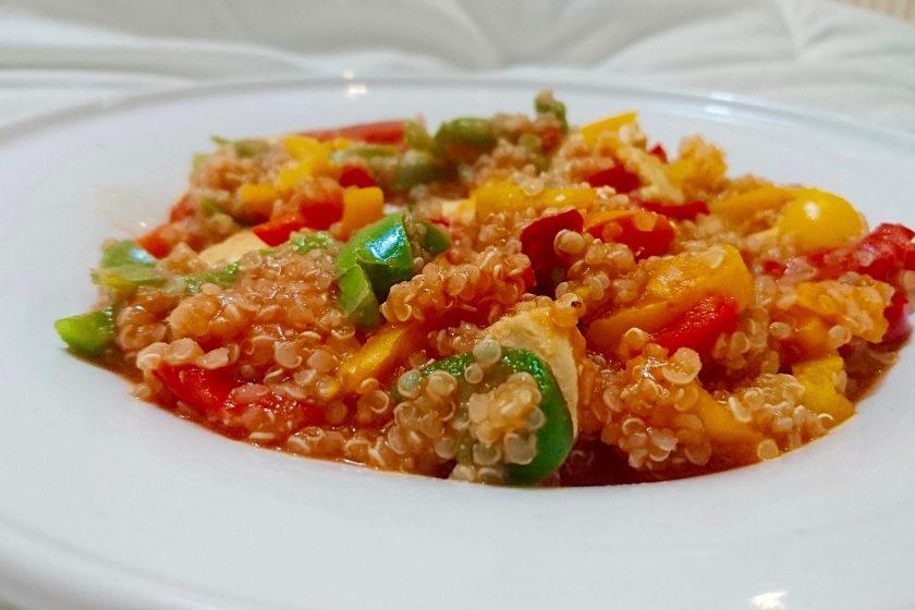 Quinoa au poulet basquaise